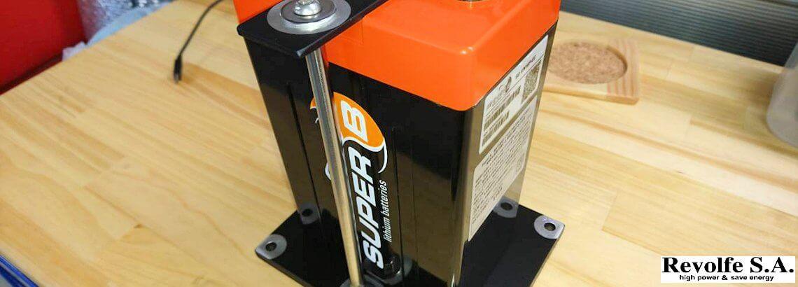 軽量リチウムバッテリーへ交換 – 日産・スカイライン