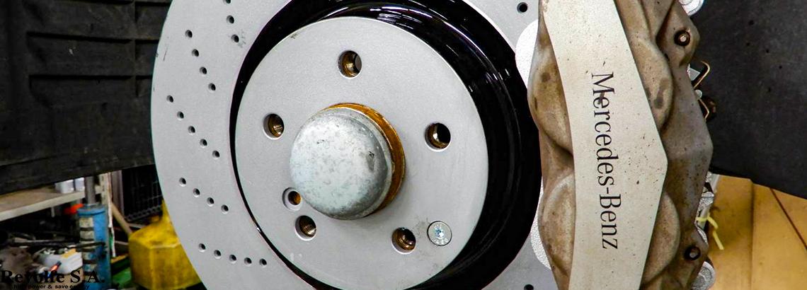 低ダストブレーキパッド交換 – メルセデス・ベンツS212後期